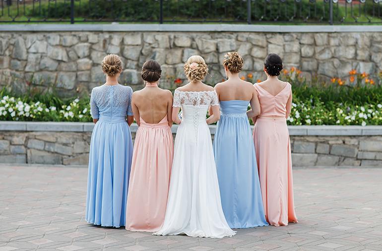 6957ce3e69 Quais as tendências de cores para as madrinhas em 2017 - Sim Casamos